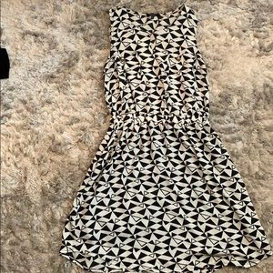 Dresses & Skirts - Black and white patterned dress- size medium